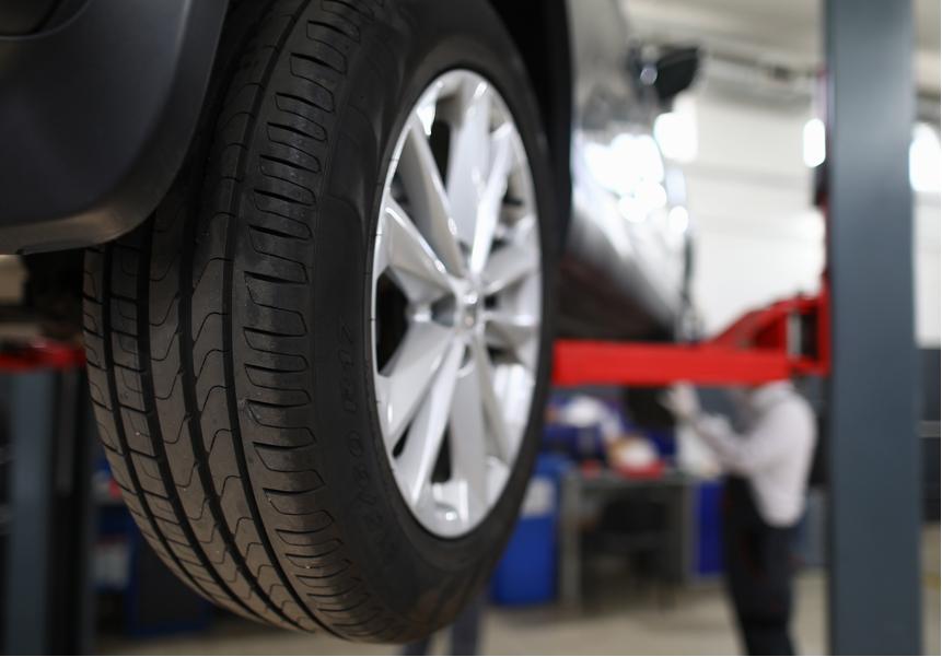タイヤにも消費期限があります。早めの交換をおススメします。